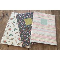 Cuaderno de rayas flores fondo claro